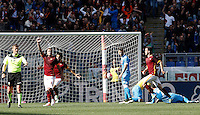 Calcio, Serie A: Roma vs Napoli. Roma, stadio Olimpico, 25 aprile 2016.<br /> Roma's Radja Nainggolan, second from left, celebrates after scoring the winning goal during the Italian Serie A football match between Roma and Napoli at Rome's Olympic stadium, 25 April 2016. Roma won 1-0.<br /> UPDATE IMAGES PRESS/Isabella Bonotto