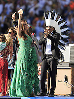 Ivete Sangalo performs during the closing ceremony with Carlinhos Brown