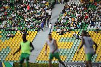 ARMENIA - COLOMBIA, 17-07-2021: Hinchas del Deportes Quindo animan a su equipo durante partido por la fecha 1 entre Deportes Quindio y Jaguares de Córdoba como parte de la Liga BetPlay DIMAYOR II 2021 jugado en el estadio Centenario de la ciudad de Armenia. / Fans of Deportes Quindio cheer for their team during Match for the date 1 between Deportes Quindio  and Jaguares de Cordoba as part of the BetPlay DIMAYOR League II 2021 played at Centenario stadium in Armenia city. Photo: VizzorImage / Ricardo Vejarano / Contribuidor