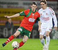 SV Zulte-Waregem - KV Kortrijk..Thomas Matton aan de bal voor Sven Kums..foto David Catry /VDB