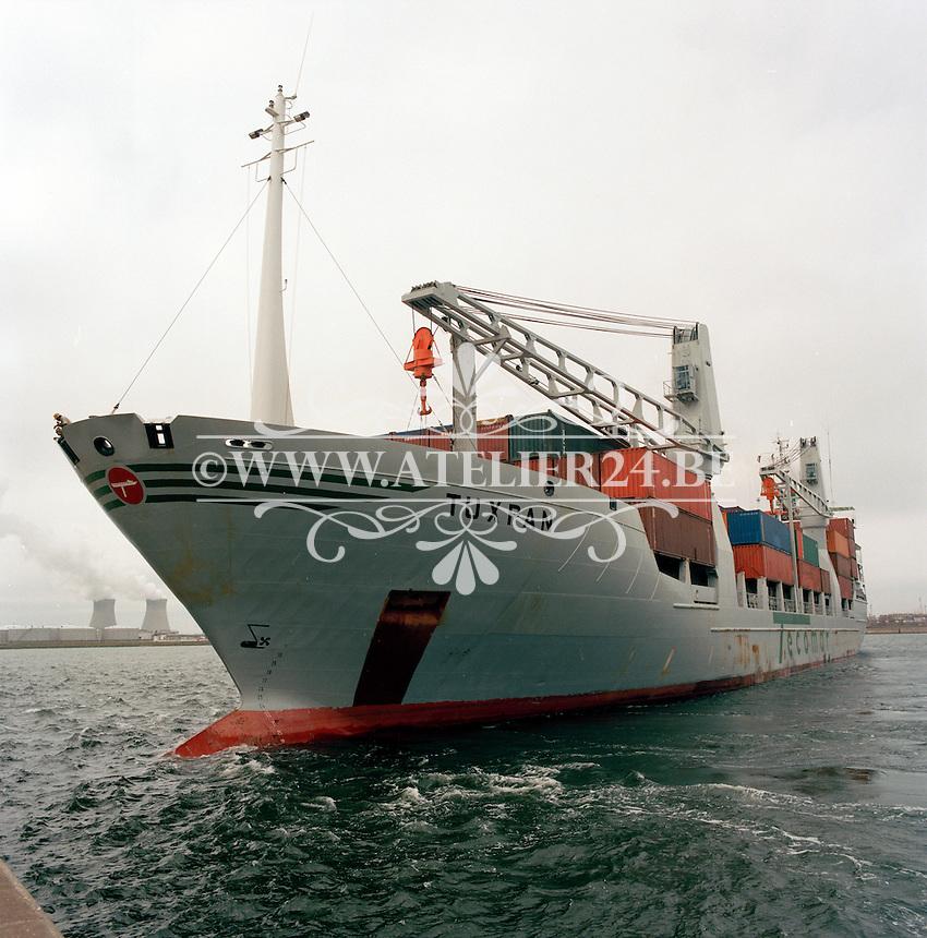 Juli 1986. Stocatra in de haven van Antwerpen. Schip Tuxpan.