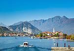 Italy, Piedmont, near Stresa: Isola Bella, one of the five Borromean Islands (Isole Borromee) of lake Lago Maggiore, with view at Isola dei Pescatori (also known as Isola Superiore), in between islet La Malghera, the smallest of the five Borromean Islands (Isole Borromee), at background town Baveno | Italien, Piemont, bei Stresa: Isola Bella, eine der fuenf Borromaeischen Inseln im Lago Maggiore mit  Blick auf die Isola dei Pescatori (auch Isola Superiore genannt), zwischen den beiden Inseln liegt das winzige Eiland La Malghera, die kleinste der fuenf Borromaeischen Inseln, im Hintergrund die Stadt Baveno