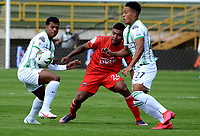 TUNJA-COLOMBIA, 25-10-2020: Jhon Miranda de Patriotas Boyaca y Brayan Cordoba, Sebastian Gomez Atletico Nacional disputan el balon, durante partido de la fecha 16 entre Patriotas Boyaca y Atletico Nacional, por la Liga BetPlay DIMAYOR 2020, jugado en el estadio La Independencia de la ciudad de Tunja. / Jhon Miranda of Patriotas Boyaca and Brayan Cordoba, Sebastian Gomez of Atletico Nacional figth for the ball, during a match of the 16h date between Patriotas Boyaca and Atletico Nacional, for the BetPlay DIMAYOR League 2020 played at the La Independencia stadium in Tunja city. / Photo: VizzorImage / Macguiver Baron / Cont.