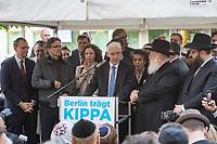 """Solidaritaetskundgebung """"Berlin traegt Kippa"""" am Mittwoch den 25. April 2018 vor dem Juedischen Gemeindehaus Fasanenstraße in Berlin.<br /> Die Juedische Gemeinde zu Berlin rieft alle Berlinerinnen und Berliner zu dieser Solidaritaetskundgebung auf, nachdem in der Woche zuvor ein arabischer Israeli in Berlin von einem Jugendlichen mit einem Guertel verpruegelt wurde weil er eine Kippa getragen hat.<br /> Die Juedische Gemeinde wollte mit dieser Aktion ein Zeichen gegen Antisemitismus und Intoleranz setzen und ein breites gesellschaftliches Buendnis mobilisieren.<br /> Im Bild: Dr. Josef Schuster, Praesident des Zentralrats der Juden.<br /> 25.4.2018, Berlin<br /> Copyright: Christian-Ditsch.de<br /> [Inhaltsveraendernde Manipulation des Fotos nur nach ausdruecklicher Genehmigung des Fotografen. Vereinbarungen ueber Abtretung von Persoenlichkeitsrechten/Model Release der abgebildeten Person/Personen liegen nicht vor. NO MODEL RELEASE! Nur fuer Redaktionelle Zwecke. Don't publish without copyright Christian-Ditsch.de, Veroeffentlichung nur mit Fotografennennung, sowie gegen Honorar, MwSt. und Beleg. Konto: I N G - D i B a, IBAN DE58500105175400192269, BIC INGDDEFFXXX, Kontakt: post@christian-ditsch.de<br /> Bei der Bearbeitung der Dateiinformationen darf die Urheberkennzeichnung in den EXIF- und  IPTC-Daten nicht entfernt werden, diese sind in digitalen Medien nach §95c UrhG rechtlich geschuetzt. Der Urhebervermerk wird gemaess §13 UrhG verlangt.]"""