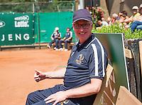 Zandvoort, Netherlands, 05 June, 2016, Tennis, Playoffs Competition, line umpire Frits<br /> Photo: Henk Koster/tennisimages.com