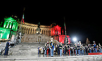 Folla in piazza Venezia, a Roma, 16 ottobre 2011, in occasione della Notte Tricolore per la celebrazione del 150esimo anniversario dell'Unita' d'Italia..Crowd in Piazza Venezia square in Rome, 16 march 2011, in occasion of the Tricolour Night marking the 150th anniversary of the Italian Union..UPDATE IMAGES PRESS/Riccardo De Luca