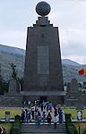 Amérique du Sud. Equateur. Trekking sur les volcans d'Equateur. Mitad del Mundo, monument sur la ligne de l'Equateur près de Quito.  édifié à la gloire de La Condamine (français en 1740 le premier à mesurer un méridien de l'Equateur).South America. Ecuador. Trekking on the volcanoes