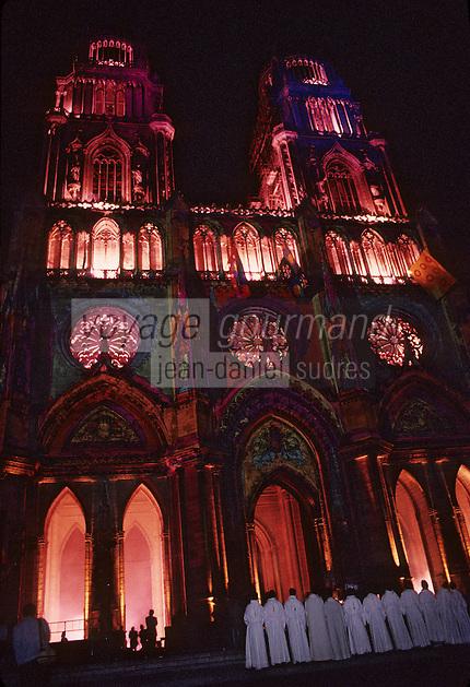 Europe/France/Centre/45/Loiret/Orléans : La cathédrale Sainte-Croix dont la construction fut commencée au XIII° et poursuivie jusqu'au XVI° siècle (Architecture gothique) - Célébration de l'anniversaire de la délivrance d'Orléans par Jeanne d'Arc - Son et lumière