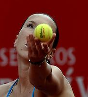 BOGOTÁ - COLOMBIA - 23-02-2013: Jelena Jonkovic de Serbia, en acción, durante partido por la Copa de Tenis WTA Bogotá, febrero 23 de 2013. (Foto: VizzorImage / Luis Ramírez / Staff). Jelena Jonkovic from Serbia in action, during a match for the WTA Bogota Tennis Cup, on February 23, 2013, in Bogota, Colombia. (Photo: VizzorImage / Luis Ramirez / Staff).................................