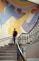 Wandbild von Oskar Schlemmer in der Bauhaus-Uni - ehemalige Kunstgewerbeschule erbaut von Henry van de Velde, Weimar,  Thüringen, Deutschland, Unesco-Weltkulturerbe