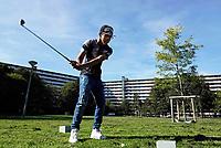 Nederland  Amsterdam -  September 2018.  50 jaar Bijlmer. Kraaiennest. Maaiveld Sportevenement, georganiseerd door K-Zone Sports. Golfen tussen de flats. Foto mag niet in negatieve context gepubliceerd worden.     Foto Berlinda van Dam / Hollandse Hoogte