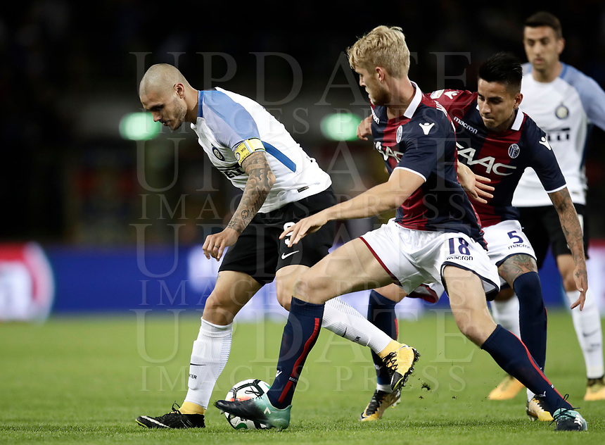 Calcio, Serie A: Bologna, stadio Renato Dall'Ara, 19 settembre 2017.<br /> Inter Milan's Mauro Icardi (l) in action with Bologna's Filip Helander (r) during the Italian Serie A football match between Bologna and Inter Milan at Bologna's Renato Dall'Ara stadium, September 19, 2017.<br /> UPDATE IMAGES PRESS/Isabella Bonotto