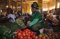 Afrique/Afrique de l'Ouest/Sénégal/Dakar : Marché Sandaga,  étal légumes