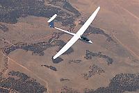 4415 / ASH26E: AMERIKA, VEREINIGTE STAATEN VON AMERIKA, UTAH,  (AMERICA, UNITED STATES OF AMERICA), 13.07.2006:einsitziges Segelflugzeug vom Typ ASH 26 E ueber der Wueste von Utah