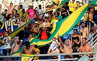 BARRANCABERMEJA-COLOMBIA, 01-02-2020: Hinchas de Atlético Bucaramanga animan a su equipo durante partido entre Atlético Bucaramanga y Deportes Tolima, de la fecha 3 por la Liga BetPlay DIMAYOR I 2020, jugado en el estadio Daniel Villa Zapata de la ciudad de Barrancabermeja. / Fans of Atletico Bucaramanga cheer for their team, during a match between Atletico Bucaramanga and Deportes Tolima, of the 3rd date for the BetPlay DIMAYOR I Legauje 2020 at the Daniel Villa Zapata Stadium in Barrancabermeja city Photo: VizzorImage / José D Martínez / Cont.