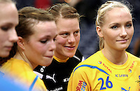 Handball 1. Bundesliga Damen / Frauen - HC Leipzig (HCL) : FA (Frischauf) Göppingen - Arena Leipzig - im Bild:  Stefanie Hummel (#26) und Maike Daniels (m.). Foto: Norman Rembarz..