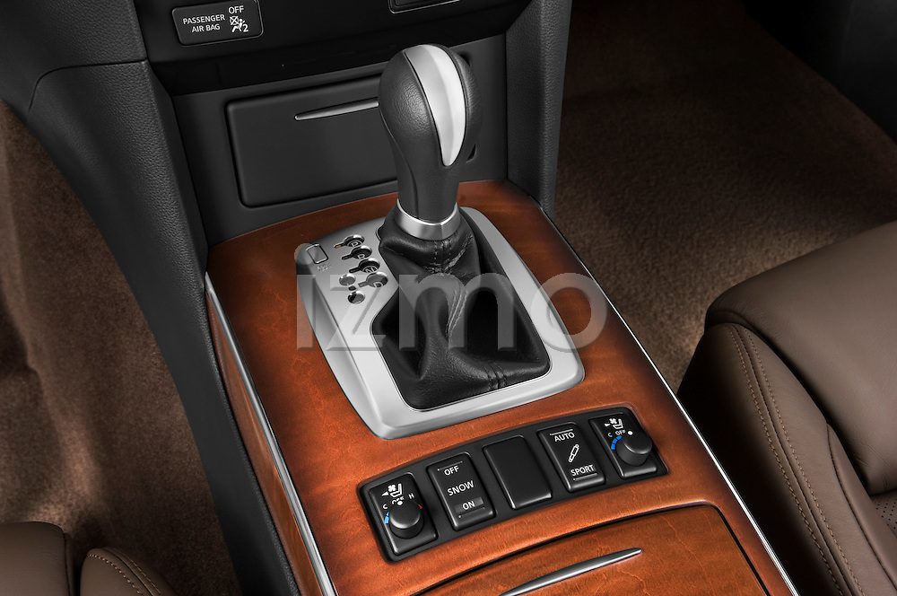 Gear shift detail view of a 2009 Infiniti FX50