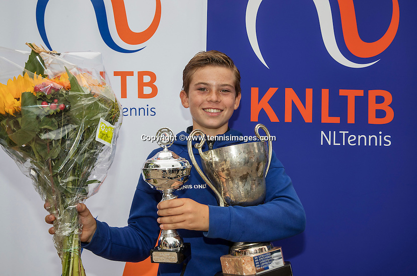 Hilversum, Netherlands, August 13, 2016, National Junior Championships, NJK, Prizegiving, winner boy's single 12 years : Daniel Verbeek <br /> Photo: Tennisimages/Henk Koster