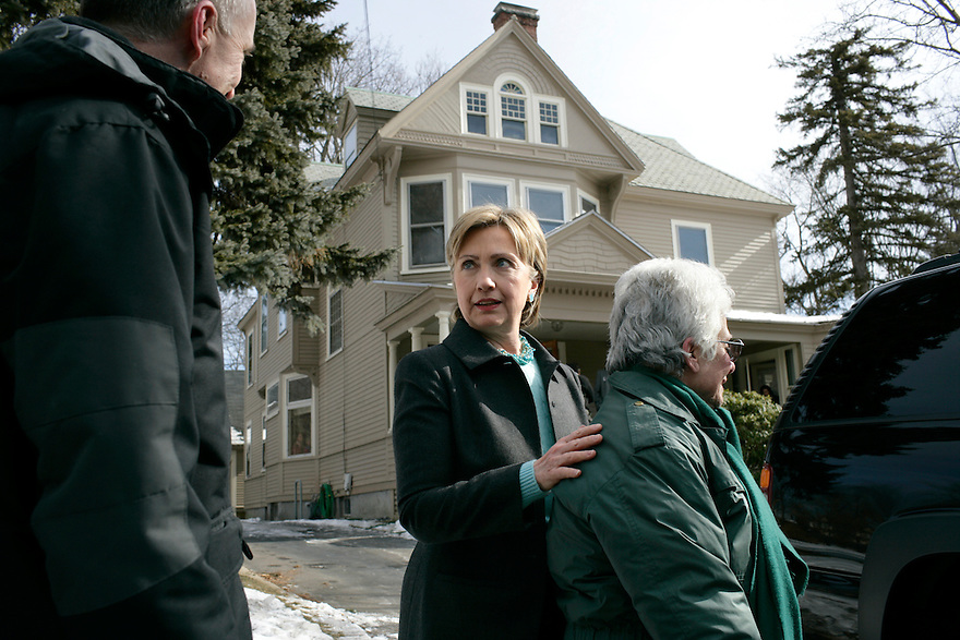 U.S. Senator and Democratic presidential hopeful Hillary Rodham Clinton (D-NY) (L) talks to guests at a campaign stop at a private home in Manchester, New Hampshire February 11, 2007.<br /> Photo by Brooks Kraft/Corbis