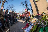 """Gedenken an Ehrenmord-Opfer Hatun Sueruecue in Berlin.<br /> Am Mittwoch den 7. Februar 2018 wurde in Berlin-Tempelhof der am 7.2.2005 ermordeten Deutsch-Kurdin Hatun Sueruecue gedacht. Die 21jaehrige Frau wurde vor 13 Jahren von ihrer Familie ermordet, weil sie sich nicht an die """"traditionellen Werte"""" gehalten hat. Sie hatte eine Ausbildung zur Elektroinstallatoerin gemacht hat und mit ihrem unehelichen Kind ein selbstbestimmtes Leben fuehren wollen.<br /> Der Mord wurde in Abstimmung mit der Familie von ihren Bruedern durchgefuehrt, als Taeter wurde der damals minderjaehriger Bruder vorgeschickt. Zwei Brueder fluechteten in die Tuerkei und wurden dort aus """"Mangel an Beweisen"""" freigesprochen.<br /> Im Bild: Angelika Schoettler, Bezirksbuergermeisterin von Tempelhof-Schoeneberg, redet zu den Teilnehmern des Gedenkens.<br /> 7.2.2018, Berlin<br /> Copyright: Christian-Ditsch.de<br /> [Inhaltsveraendernde Manipulation des Fotos nur nach ausdruecklicher Genehmigung des Fotografen. Vereinbarungen ueber Abtretung von Persoenlichkeitsrechten/Model Release der abgebildeten Person/Personen liegen nicht vor. NO MODEL RELEASE! Nur fuer Redaktionelle Zwecke. Don't publish without copyright Christian-Ditsch.de, Veroeffentlichung nur mit Fotografennennung, sowie gegen Honorar, MwSt. und Beleg. Konto: I N G - D i B a, IBAN DE58500105175400192269, BIC INGDDEFFXXX, Kontakt: post@christian-ditsch.de<br /> Bei der Bearbeitung der Dateiinformationen darf die Urheberkennzeichnung in den EXIF- und  IPTC-Daten nicht entfernt werden, diese sind in digitalen Medien nach §95c UrhG rechtlich geschuetzt. Der Urhebervermerk wird gemaess §13 UrhG verlangt.]"""