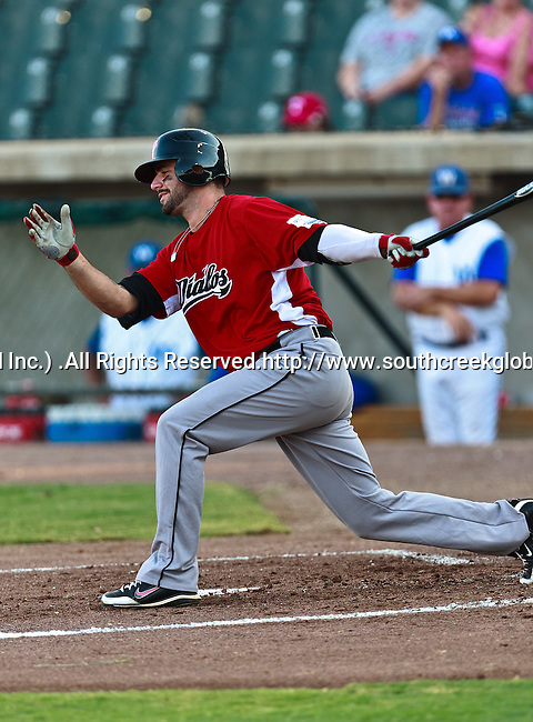 El Paso Diablos Catcher Alberto Espinosa (33) in action during the American Association of Independant Professional Baseball game between the El Paso Diablos and the Fort Worth Cats at the historic LaGrave Baseball Field in Fort Worth, Tx. Fort Worth defeats El Paso 10 to 9.