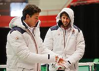 06-02-12, Netherlands,Tennis, Den Bosch, Daviscup Netherlands-Finland, Training, Na hun training maken Jesse Huta Galung en Robin Haase(R) zich op voor de kou.
