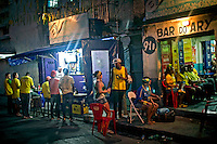 Moradores da favela Pavao pavaozino em torcida durante a Copa do Mundo. Rio de Janeiro. 2014. Foto de Alexandro Auler.