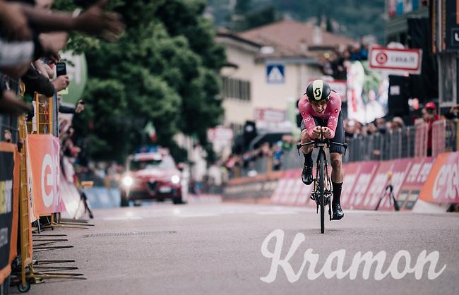 Simon Yates (GBR/Mitchelton-Scott) crossing the finish line and comfortably retaining the leaders jersey<br /> <br /> stage 16: Trento – Rovereto iTT (34.2 km)<br /> 101th Giro d'Italia 2018