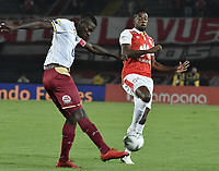 BOGOTÁ - COLOMBIA, 14-11-2018: Carmelo Valencia (Der.) de Santa Fe disputa el balón con Julian Quiñones (Izq.) del Tolima durante el encuentro entre Independiente Santa Fe y Deportes Tolima por los cuartos de final, ida, de la Liga Águila II 2018 jugado en el estadio Nemesio Camacho El Campin de la ciudad de Bogotá. / Carmelo Valencia (R) of Santa Fe struggles for the ball with Julian Quiñones (L) of Tolima during match between Independiente Santa Fe and Deportes Tolima for the first leg quarter finals of the Aguila League II 2018 played at the Nemesio Camacho El Campin Stadium in Bogota city. Photo: VizzorImage / Gabriel Aponte / Staff
