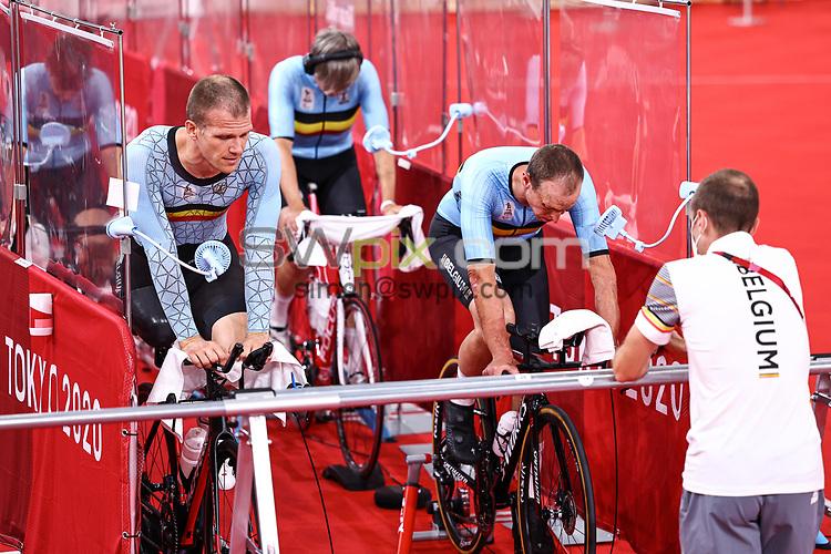 Picture by Alex Whitehead/SWpix.com - Tokyo 2020 Paralympics - 24/08/2021 - Track Cycling - Izu Velodrome, Izu, Japan - Diederick Schelfout, Ewoud Vromant, Griet Hoet and Anneleen Monsieur of Belgium during practice.