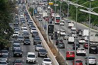 28.09.2020 - Trânsito na avenida 23 de Maio em SP