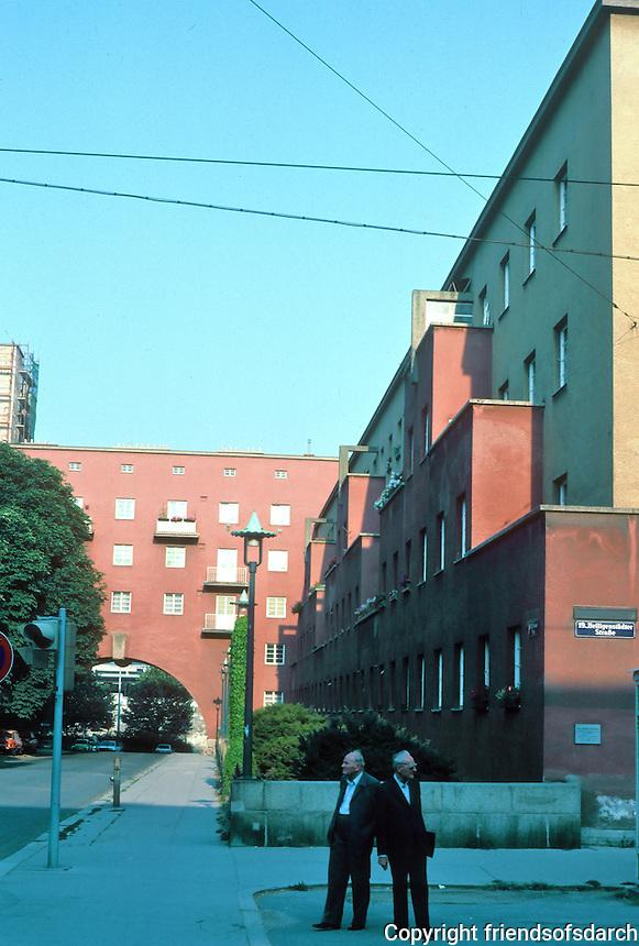 Karl Ehn: Karl Marx Hof, 1927. Apartment buildings.