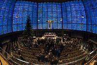 Kondolenz nach Anschlag auf Berliner Weihnachtsmarkt.<br /> Am Abend des 19. Dezember 2016 fuhren Unbekannte mit einem LKW mit polnischen Kennzeichen in den Berliner Weihnachtsmarkt am Kurfuerstendamm und toeteten 12 Menschen, 48 wurden zum Teil schwer verletzt.<br /> Der Berliner Senat trug sich am Dienstag den 20. Dezember 2016 in das Kondolenzbuch ein, welches in der nahegelegenen Kaiser-Wilhelm-Gedachtnichkirche ausgelegt wurde.<br /> 20.12.2016, Berlin<br /> Copyright: Christian-Ditsch.de<br /> [Inhaltsveraendernde Manipulation des Fotos nur nach ausdruecklicher Genehmigung des Fotografen. Vereinbarungen ueber Abtretung von Persoenlichkeitsrechten/Model Release der abgebildeten Person/Personen liegen nicht vor. NO MODEL RELEASE! Nur fuer Redaktionelle Zwecke. Don't publish without copyright Christian-Ditsch.de, Veroeffentlichung nur mit Fotografennennung, sowie gegen Honorar, MwSt. und Beleg. Konto: I N G - D i B a, IBAN DE58500105175400192269, BIC INGDDEFFXXX, Kontakt: post@christian-ditsch.de<br /> Bei der Bearbeitung der Dateiinformationen darf die Urheberkennzeichnung in den EXIF- und  IPTC-Daten nicht entfernt werden, diese sind in digitalen Medien nach §95c UrhG rechtlich geschuetzt. Der Urhebervermerk wird gemaess §13 UrhG verlangt.]