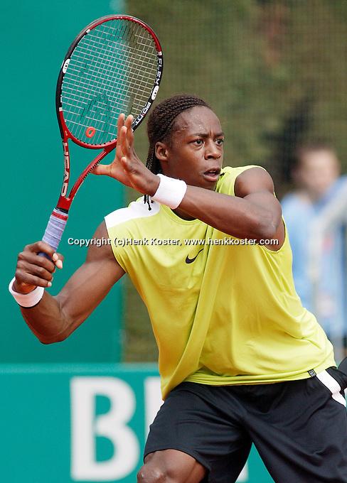 17-4-06, Monaco, Tennis,Master Series, Monfils in action against Oliver Rochus