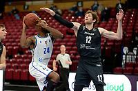 11-02-2021: Basketbal: Donar Groningen v Apollo Amsterdam: Groningen  Donar speler Justin Watts met Apollo speler Weijs
