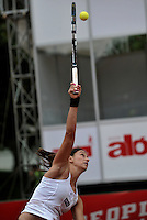 BOGOTA - COLOMBIA - FEBRERO 21-02-2013: Mariana Duque de Colombia, devuelve la bola a Jelena Jankovic de Serbia, durante partido por la Copa de Tenis WTA Bogotá, febrero 19 de 2013. (Foto: VizzorImage / Luis Ramírez / Staff). Mariana Duque from Colombia, returns the ball to Jelena Jankovic from Serbia, during a match for the WTA Bogota Tennis Cup, on February 21, 2013, in Bogota, Colombia. (Photo: VizzorImage / Luis Ramirez / Staff) .........