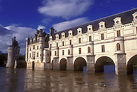 AJ1630, Loire Valley, France, castle, Chenonceau, Europe, Scenic view of the 16th Century Chateau de Chenonceau 60-metre-long Galerie, a covered bridge spanning the Cher River in the Loire Castle Region in Chenonceau, France.
