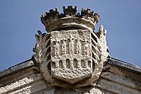 Europe/France/Midi-Pyrénées/46/Lot/Cahors: Fronton de l'Hôtel de Ville de Cahors portant l'emblème de la ville de Cahors représentant le Pont Vieux détruit au moyen age