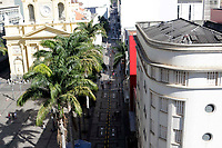 Campinas (SP), 17/06/2020 - Comércio - A Prefeitura de Campinas, interior de São Paulo, implantou a sinalização de solo, para pedestres, na Rua 13 de Maio, principal corredor de compras da área central. A pintura tem como objetivo organizar o fluxo de pessoas na via que foi dividida em duas faixas, com setas indicando sentidos opostos para a circulação de pedestres. A sinalização de solo implantada na 13 de Maio busca orientar o fluxo de consumidores e evitar a aglomeração de pessoas.