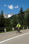 Switzerland, Canton Uri, cyclist at Sustenpass Road: Fuenffingerstock mountains with peaks Sustenhochspitz, Wendenhorn und Wasenhorn (f.l.t.r.)