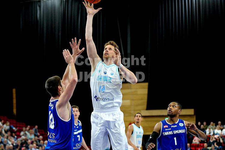 GRONINGEN - FIBA Basketbal-bubbel. Donar - Allianz Swans Gmunden seizoen 2021-2022, 29-09-2021,  score van Donar speler Thomas Koenis tegen Gmunden speler Toni Blazan