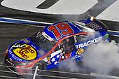 #19: Martin Truex Jr., Joe Gibbs Racing, Toyota Camry Bass Pro Shops / TRACKER ATVs & Boats / USO victory celebration
