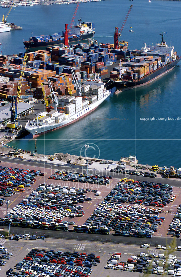 ITALY Campania Salerno, container harbour and Fiat car RoRo Terminal of Salerno at mediterranean sea / ITALIEN Kampanien, Hafen Salerno im Mittelmeer, Containerhafen und RoRo Terminal fuer export von Autos wie Fiat