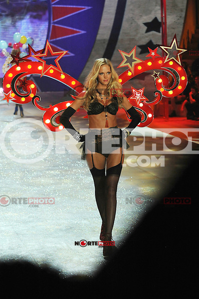 NON EXCLUSIVE PICTURE: MATRIXPICTURES.CO.UK.PLEASE CREDIT ALL USES..UK RIGHTS ONLY..American model Erin Heatherton is pictured on the runway during the 2012 Victoria's Secret lingerie fashion show, held at New York's Lexington Avenue Armory. ..NOVEMBER 7th 2012..REF: GLK 125134 /NortePhoto