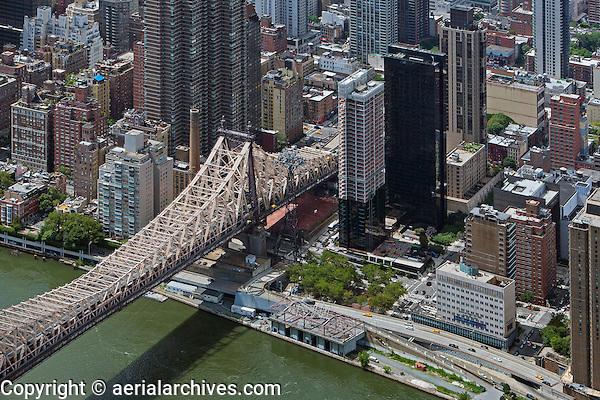 aerial photograph Queensborough bridge, FDR Drive, Manhattan, New York City, Animal Medical Center of New York at bottom right