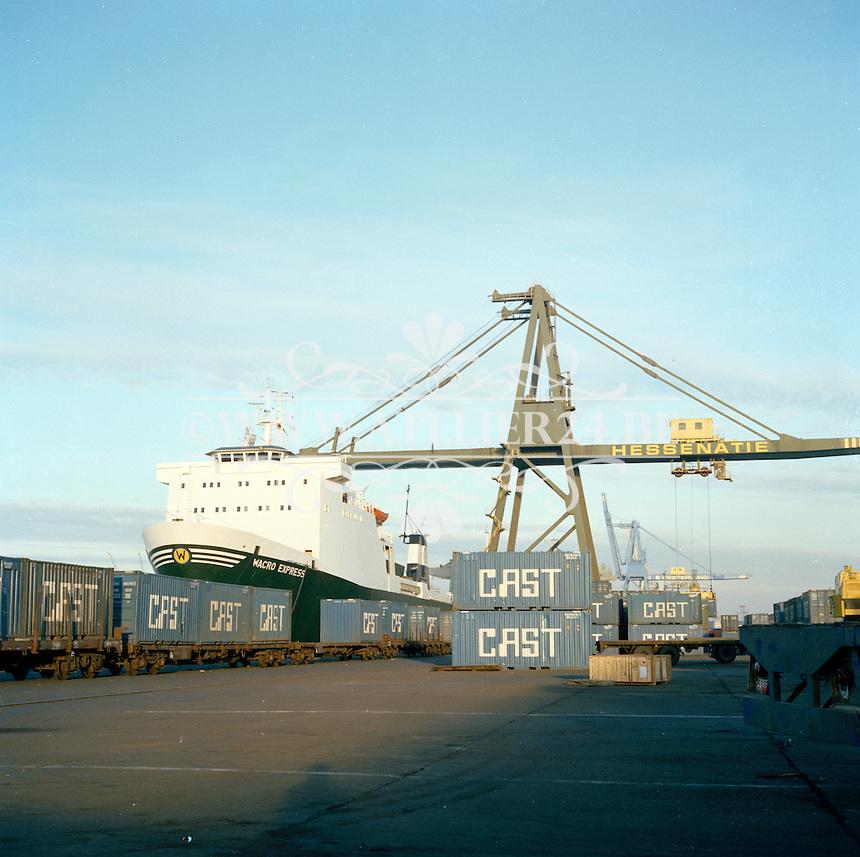 Maart 1978. Hessenatie in de haven van Antwerpen. Schip Wacro Express.