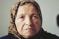Bulgaria. Province Oblast Lovech. Lukowit. Hospital. Old sick woman, wearing a headscarf. © 1997 Didier Ruef