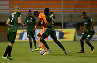 ENVIGADO -COLOMBIA-15-08-2017: Joseph Cox (Izq) jugador de Envigado FC disputa el balón con Dairyn Gonzalez (Der) jugador de La Equidad durante partido por la fecha 8 de la Liga Águila II 2017 realizado en el Polideportivo Sur de la ciudad de Envigado. / Joseph Cox (L) player of Envigado FC fights for the ball with Dairyn Gonzalez (R) player of La Equidad during match for the date 8 of the Aguila League II 2017 played at Polideportivo Sur in Envigado city.  Photo: VizzorImage/ León Monsalve / Cont