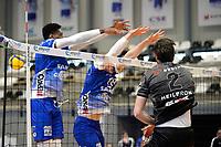 06-03-2021: Volleybal: Amysoft Lycurgus v Active Living Orion: Groningen Lycurgus speler Luke Herr slaat de bal door het blok