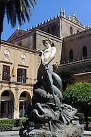 Brunnen vor Dom in Monreale, Sizilien, Italien, UNESCO-Weltkulturerbe